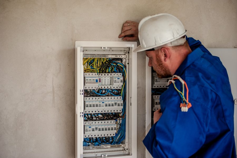 electrician-2755683_1920